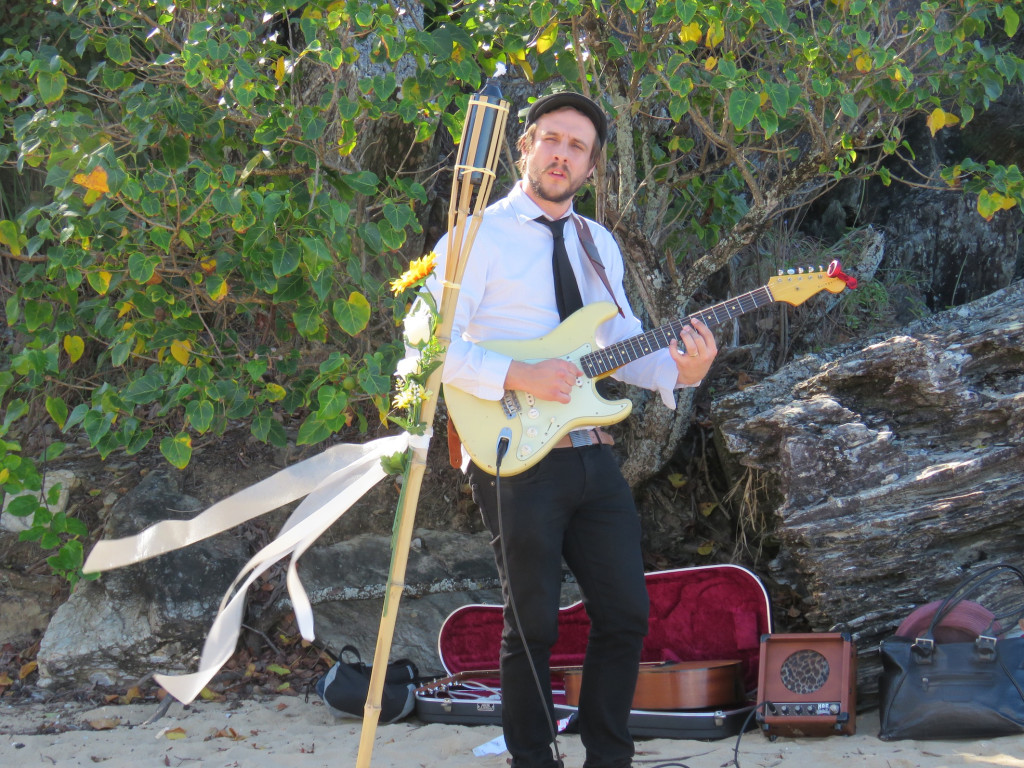 they thought of everything, even a troubadour on the beach