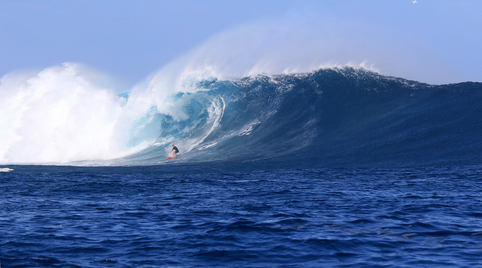 Cloudbreak - the Nirvana of surfing (photo gleaned from the internet)